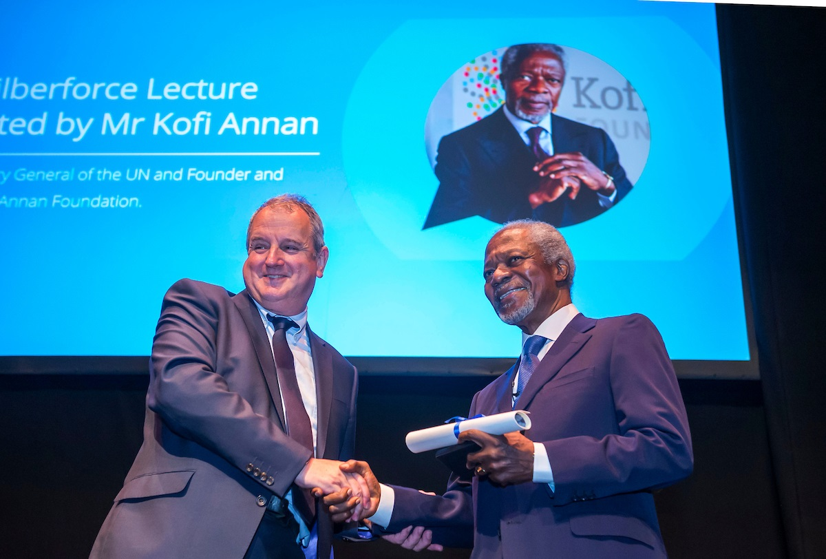 University presents Wilberforce honour to Kofi Annan on behalf of city