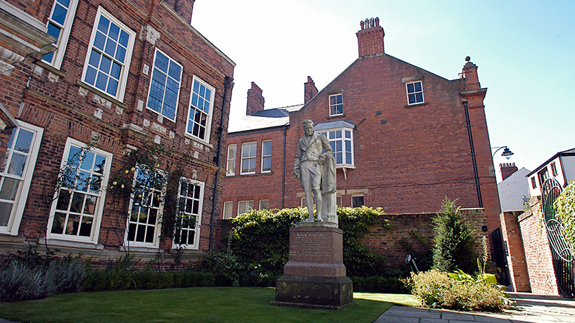Wilberforce-House-and-Statue-cropped