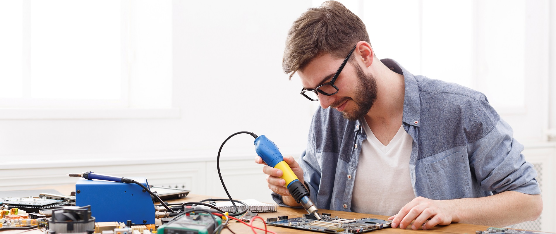 Electronic Engineering iStock-871602190